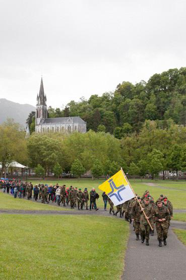 http://lux-fotografie.de/files/gimgs/th-8_01_Soldatenwallfahrt_Lourdes-7119.jpg