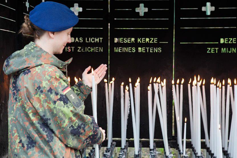 http://lux-fotografie.de/files/gimgs/th-8_05_Soldatenwallfahrt_Lourdes-7678.jpg