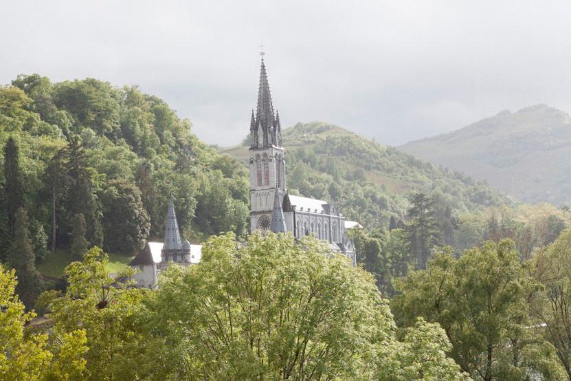 http://lux-fotografie.de/files/gimgs/th-8_08_Soldatenwallfahrt_Lourdes-7642.jpg
