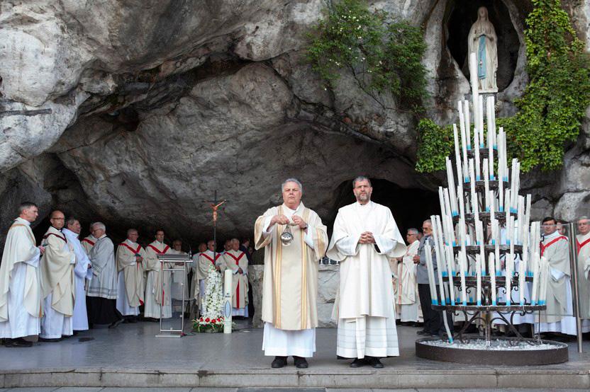 http://lux-fotografie.de/files/gimgs/th-8_09_Soldatenwallfahrt_Lourdes-7075.jpg