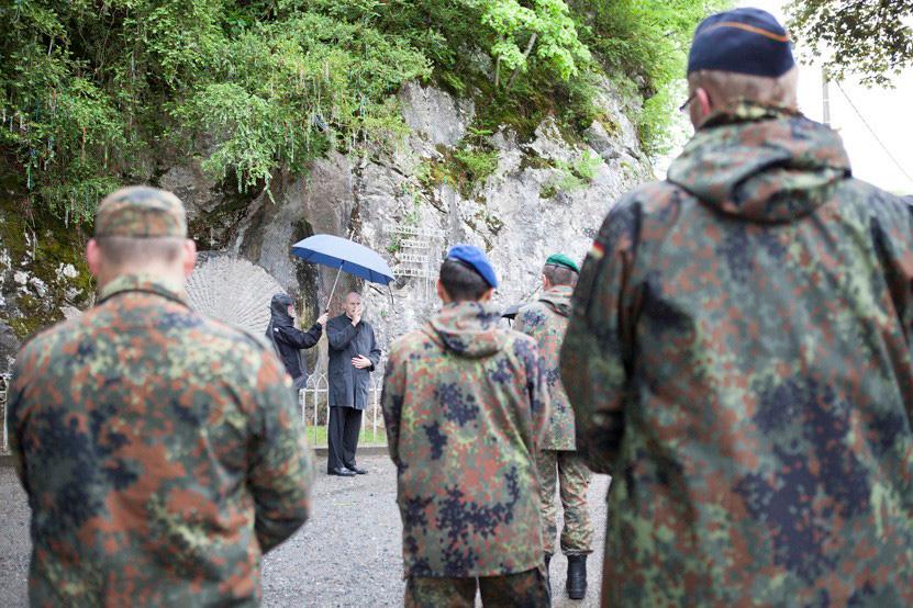 http://lux-fotografie.de/files/gimgs/th-8_16_Soldatenwallfahrt_Lourdes-7465.jpg