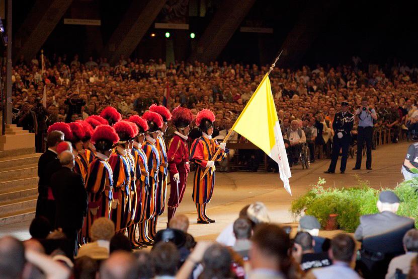 http://lux-fotografie.de/files/gimgs/th-8_20_Soldatenwallfahrt_Lourdes-0607.jpg
