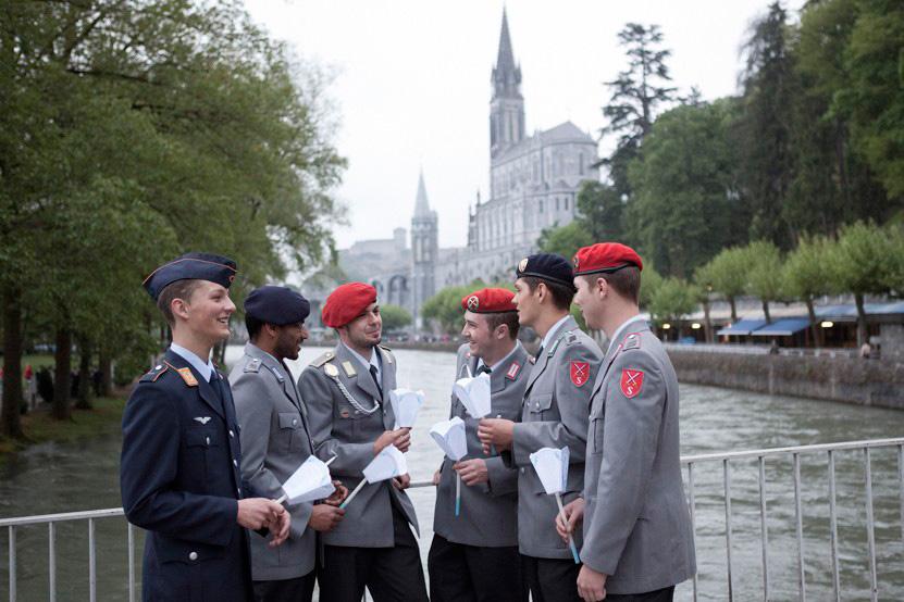 http://lux-fotografie.de/files/gimgs/th-8_22_Soldatenwallfahrt_Lourdes-1172.jpg