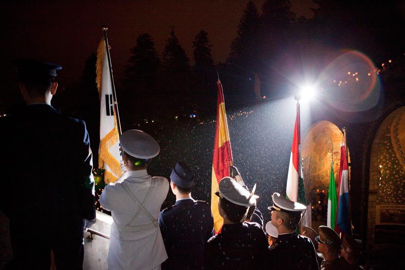 http://lux-fotografie.de/files/gimgs/th-8_23_Soldatenwallfahrt_Lourdes-1322.jpg