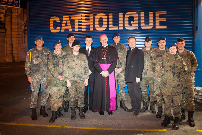 http://lux-fotografie.de/files/gimgs/th-8_26_Soldatenwallfahrt_Lourdes-7974.jpg